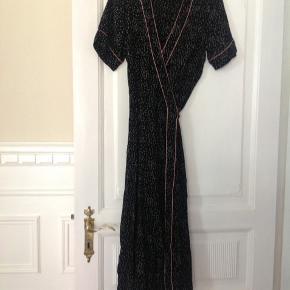 Super fin BOII kjole, standen er mellem næsten som ny og god men brugt, byd gerne