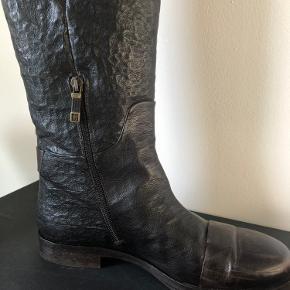 Lækre Alberto Fermani brunt vinterstøvler. Kun brugt få gange. Er bare ikke til lange støvler.