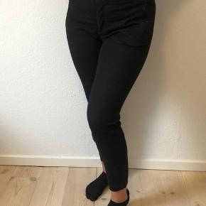 Mega lækre bukser fra in Wear i business model. De eneste tegn på slid er lidt fnuller inde i buksekanten 🌺