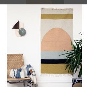 Ferm living tæppe, brugt til vægophæng. Standen er derfor som ny. Sælges grundet flytning