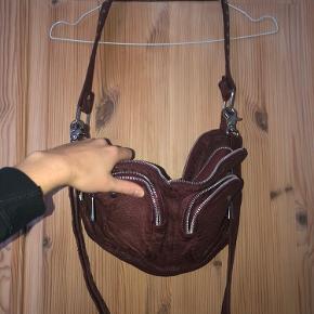 Sælger denne fede rå nunoo taske. Får den ikke brugt længere. Den sælges som den ses på billederne.