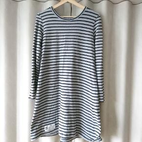 Lækker kjole fra Mads Nørgaard sælges videre, da den var et fejlkøb ☺️spørg endelig!  Er åben for bud 🌼   Kan sendes eller prøves 🌼🌼