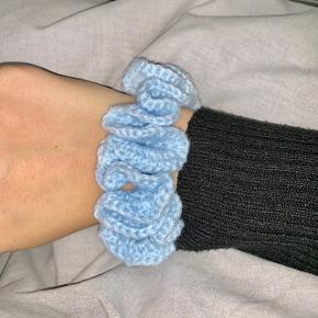 Hæklet scrunchie i fin lyseblå 💙   1 for 30  2 for 50  5 for 100