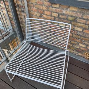 HAY loungestol.  Perfekt til altanen eller læsehjørne. God stand.  Nypris: 1499kr