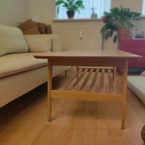 Flot sofabord. Købt i Jysk.  Flot og praktisk hylde under bordet.  Mål:  B: 60 - L: 120 - H: 44