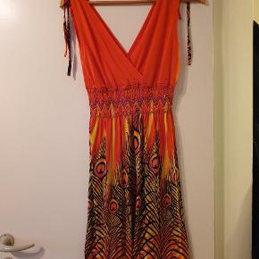 Aldrig brugt kjole købt i Thailand str. Onesize svarer til S/M