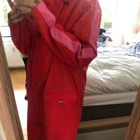 Rød regnjakke mbym rains wear