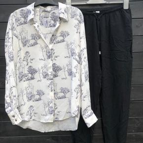 Lækker blød skjorte og behagelig bukser med snøre i livet og elastik ved anklen  Begge dele str 36, stand som ny 🌟 Sætpris 50 kr ❤️