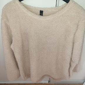 Fed plys sweater i str S/M. Er oversize.  Giv et bud