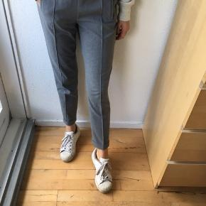 Super finde habitbukser str. XS fra Zara med elastik i taljen sælges - se også mine andre spændende annoncer, da jeg sælger ud af klædeskabet ☀️. Jeg sender gerne ved betaling med MobilePay - Porto GLS 36kr. Obs. gratis Porto i uge 42 ved køb for min. 100 kr. via TS🤗