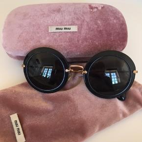 Fine Miu Miu solbriller 💛💓 har været rigtig glad for dem. Fejler intet. Købt k Cannes. Har desværre ikke kvittering længere.