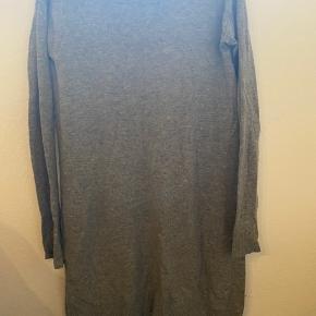 Lækreste strik kjole (eller lang trøje). Rigtig fin stand 🌻  Byd gerne ☘️