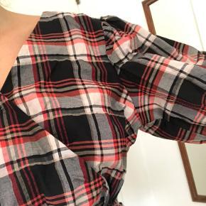Virkelig flot skjorte fra H&M! Har ikke fået den brugt, fordi jeg har lidt for meget tøj i skabet, så den har ingen brugstegn. 🕺🏼🤠 Kom med et bud 👌🏽 #trendsalesfund
