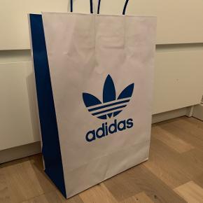 Sælger min pose fra Adidas