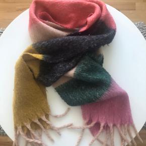 Pieces Pcbea halstørklæde Mocha Bisque.