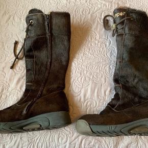 Super flotte vinterstøvler fra Bumper✨✨  Har mindre slidmærker et par steder på støvlerne og jeg sælger derfor billigt. Ellers er de næsten som i ny stand udover de få steder.🦋🦋  KØB NU: 399,- pp 💝🎀🌸💕