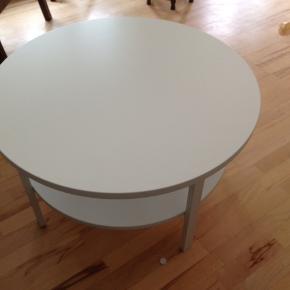 Rigtig fin sofabord. Lille afslag på få millimeter. H 46cm D 80cm  Røgfrit hjem.