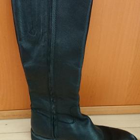 Angulus støvler i pæn stand, uden foer. Skaft er ca. 37 cm høj.