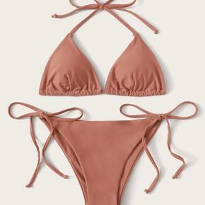 Bikini sælges, da jeg desværre ikke kan passe den. Aldrig brugt. Købt på shein   I er velkomne til at se mine andre annoncer, hvor jeg sælger andet tøj fra mærker såsom Wood Wood, Zara, Mango, Envii, Tommy Hilfiger, Gina Tricot, H&M, mm.