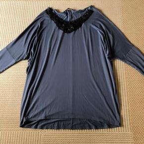 Zay lækker dueblå tunika str XL ca 54-56. Længde 87 cm og brystvidde ca 150 cm.