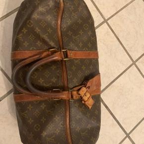 Sælger min Louis taske  Str 45  Har tags til den, og dustbag. Alt andet samt kvit har jeg ikke mere.   Mp 2800kr
