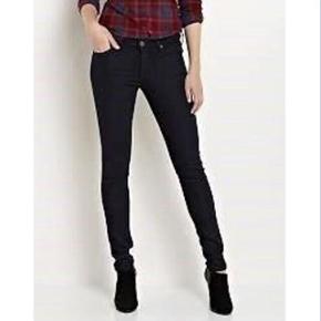 LEE jeans sælges  Model: Scarlett Str: 25/31 Stand: fremstår som nye  Sælges for: 200kr  —————————————————————— - Sender med DAO - Betaling via Mobilpay - Ved TS handel betaler køber gebyr ——————————————————————