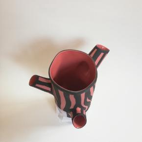 Hay Tree Trunk Vase.  Fejler ikke noget og har aldrig været brugt. Har stadig den original emballage.  Højde 30 cm  Originalpris 699 kr