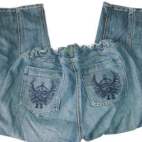 Gode pirat jeans fra Zizzi i str 48, buksen har elastik i linningen bagtil for bedre pasform, livvidde 50-54 cm, livhøjde 27 cm. #30dayssellout