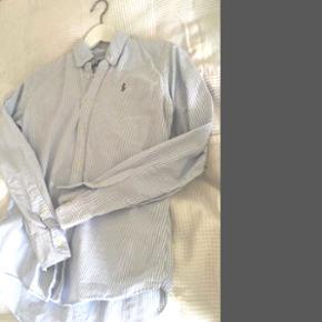 Ralph Lauren slim fit skjorte. Str S/M.  Fremstår helt som ny. Alle bud modtages gerne.