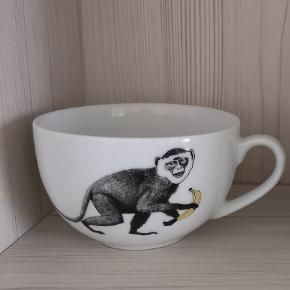 Rigtig fin kop/krus med abe motiv sælges, da jeg desværre ikke får den brugt mere. Den har været i brug et par gange, men er stadig i fin stand.  Den kan hentes på min adresse 👈