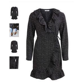 Overvejer at sælge denne kjole Er åben for bud🛍   Se mine andre annoncer og spar porto. Har en masse fra bl.a. Zara, Ganni, Munthe, H&M, vintage ting og meget mere🌸🛍