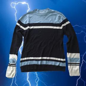 Super populær og udgået, fin blåstribet trøje fra Monki 💙  ❌ læs min shop beskrivelse ❌