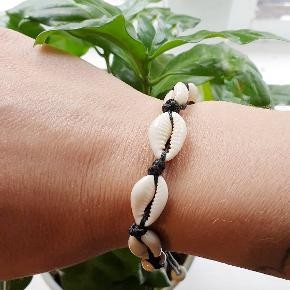 Smukt muslinge armbånd/ankel kæde.    Se flere muslinge smykker under profilen.