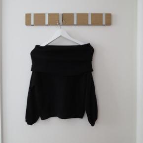 Sort off shoulder knit fra Zara. Brugt få gange. Ingen mærker eller fejl.