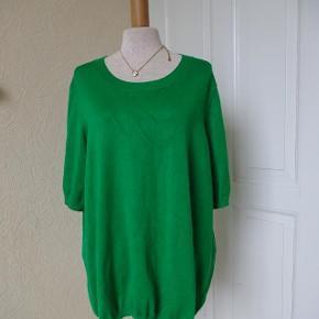 Bluse med korte ærmer sælges( Lindex) Bytter ikke. Brystmål: 63x2 Længde:68 Materiale: 77 Viscose 23% Polyester. Se også de andre annoncer jeg har i BIB.)
