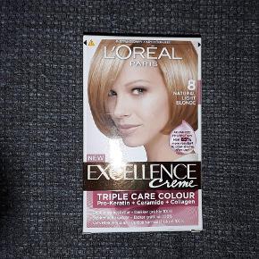 Brand: LÓréal Varetype: LÓréal Excellence Creme farve 8 Størrelse: Lille Farve: - Oprindelig købspris: 89 kr.  Farve 8 = Light Blonde