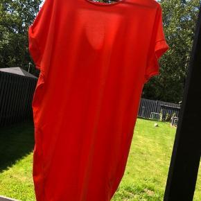2 X kortere lette kjoler (måler ikke) sælges samlet