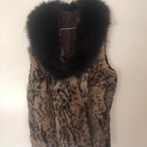 Ægte pels vest sælges