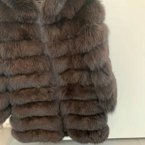 Kun brugt 1 gang  Str s/m  Meotine ægte pels