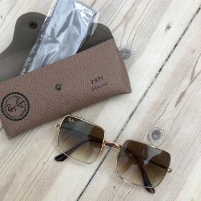 Helt nye limited edition retro solbriller fra Ray Ban. Kan ikke fås mere.