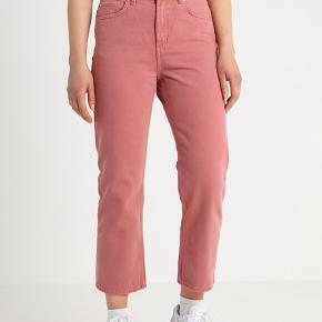 Fineste jeans fra Weekday i modellen Voyage.   Str. 29.  Nypris: 400 kroner. Bud modtages.   Kan sendes med DAO eller afhentes i Charlottenlund.