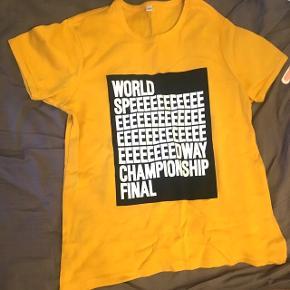 Helt ny won hundred t-shirt.  Aldrig brugt.  Bytter ikke.  Køber betaler selv fragt.