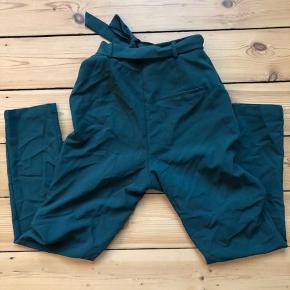 Fine bukser fra Pieces. De er brugt en enkelt gang :-)  De sælges for 75 + porto eller kan afhentes på Østerbro :-)
