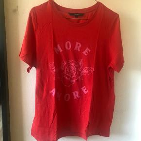 """""""More Amore"""" t-shirt fra Vero Moda Str: L Brugt få gange, fejler intet Mp: 50 kr"""