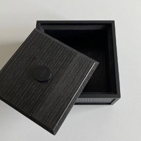 Sortbejset ask frame 14 sælges. Har kun stået tul pynt.