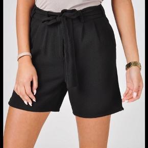 Super lækre shorts fra Object. De er kun brugt få gange.  De sælges for 100 + porto eller kan afhentes på Østerbro :-)