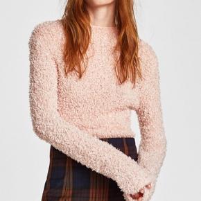 Brugt få gange. Lyserød fluffy sweater fra Zara