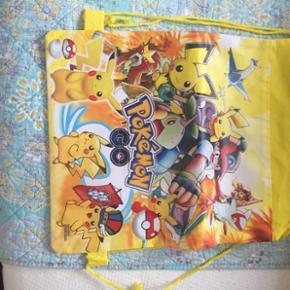 Lille sød rygsæk med Pokemon figurer på koster 79 kr eller kan hentes i Herning for 60 kr