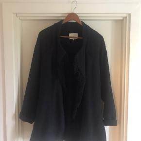 Lækker frakke med frynser. Str it 38
