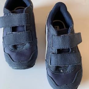 Brugt meget få gange - men ellers fantastiske Puma sko til drenge.